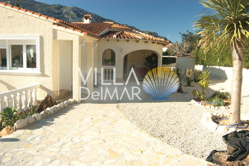 Villa in Denia with sea views and close to the beach!
