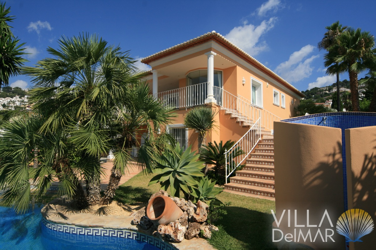 Moraira – High quality villa with guest apartment in a preferred residential area!