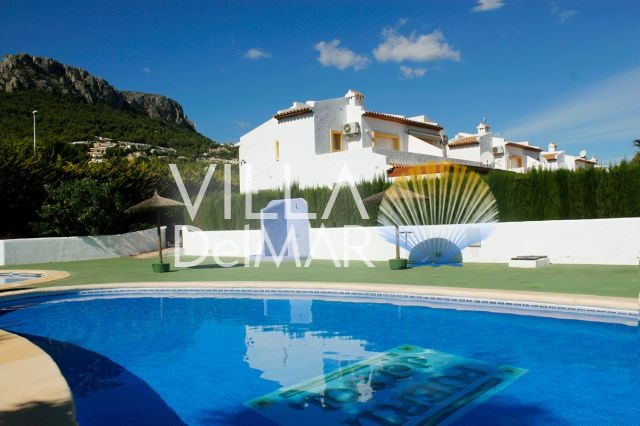 Calpe – Well kept semi-detached house with garden