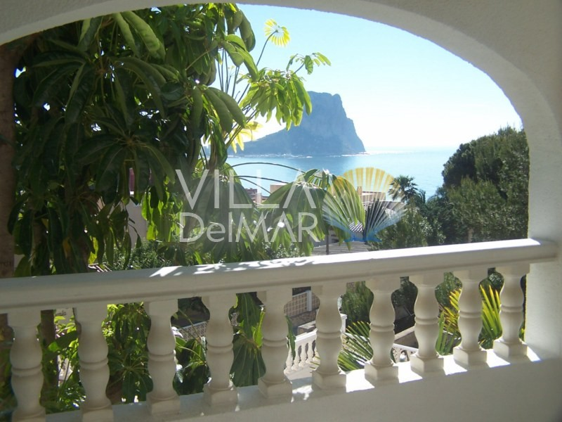 Suburban villa with fantastic views overlooking the bay of Calpe