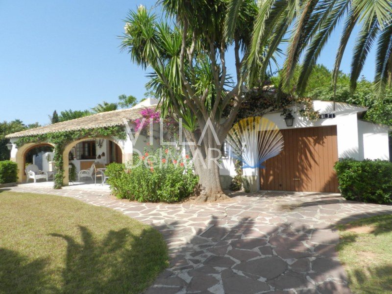 Javea – Well maintained villa with private pool on one level without stairs!
