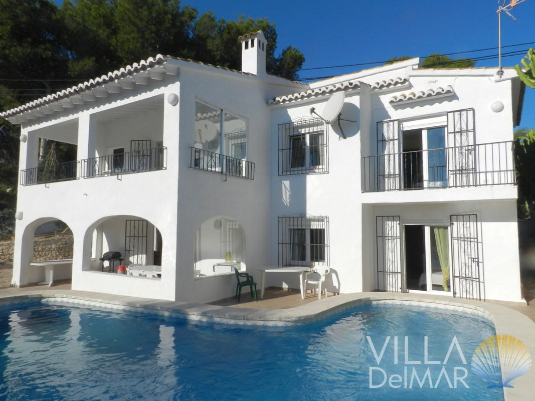 Moraira – Villa with two apartments ready to move in!