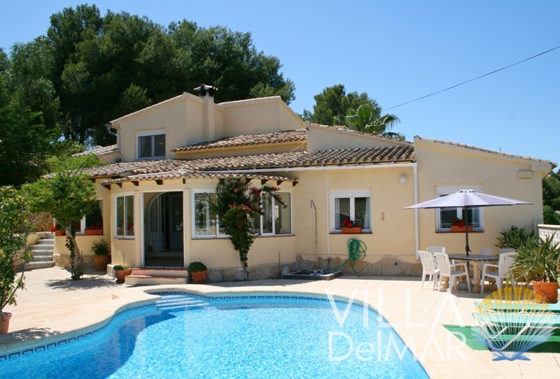 Moraira – Spacious villa with quiet location and lovely pool area!