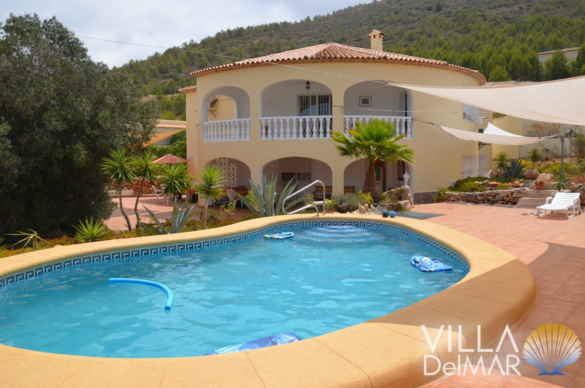 Jalon Valley – Villa ideal for big families or holiday lettings!