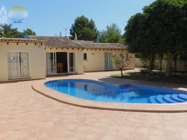 Calpe – Spacious villa with wonderful mountain views and lot of privacy!