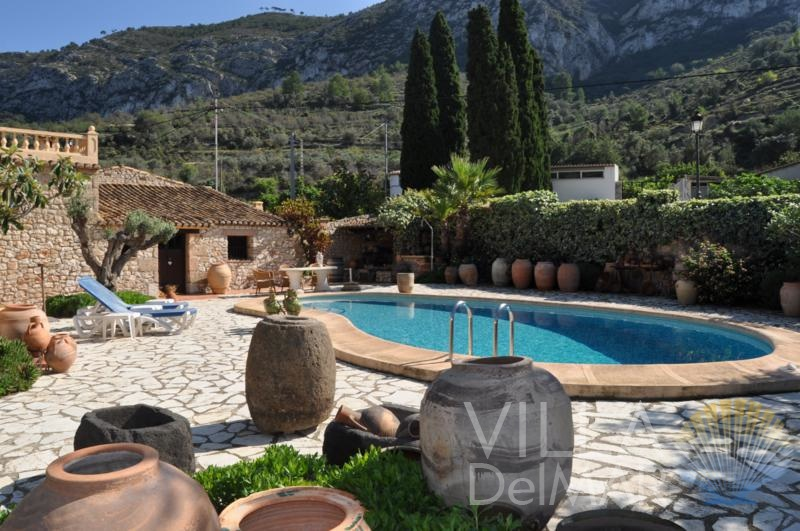 Alcalali – Country house with guesthouse and magnificent garden!