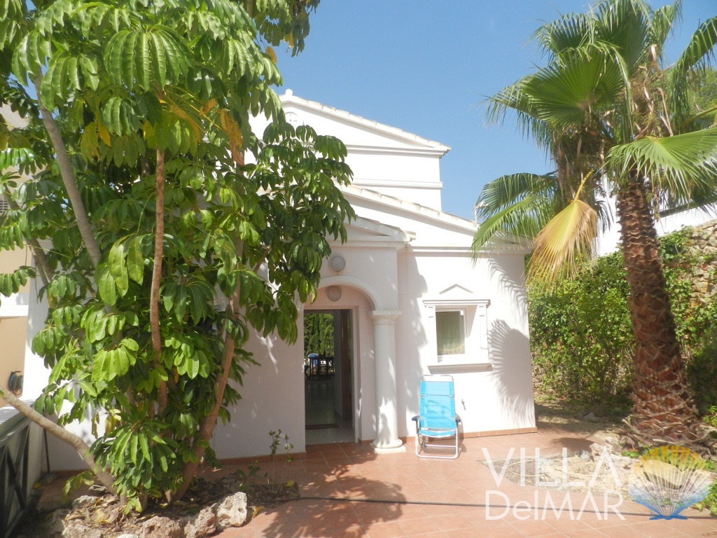 Calpe – Lovely chalet with private plot and community pool!
