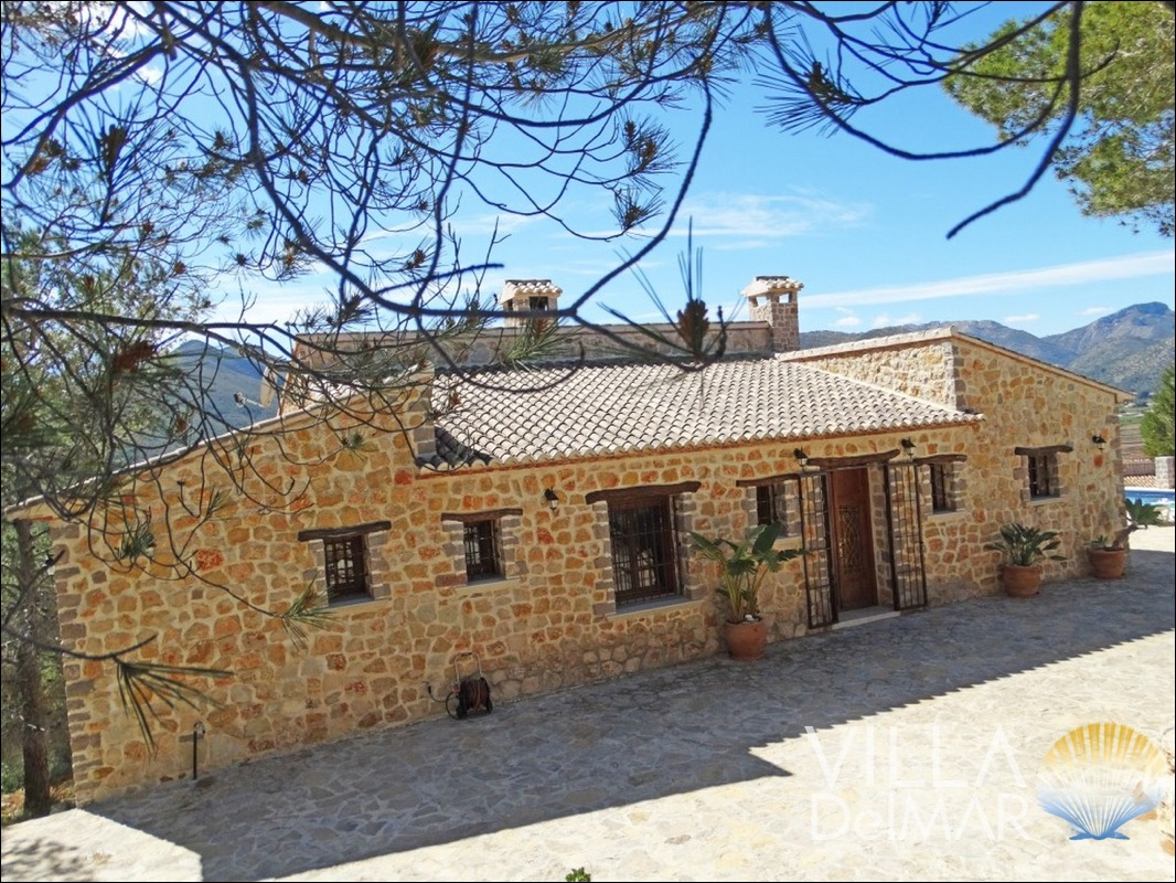Lliber – Recently new constructed finca with beautiful landscape view!