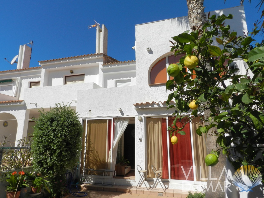 Calpe – 3 bed terraced house in popular complex with a very nice community garden, pool area and tennis courts!