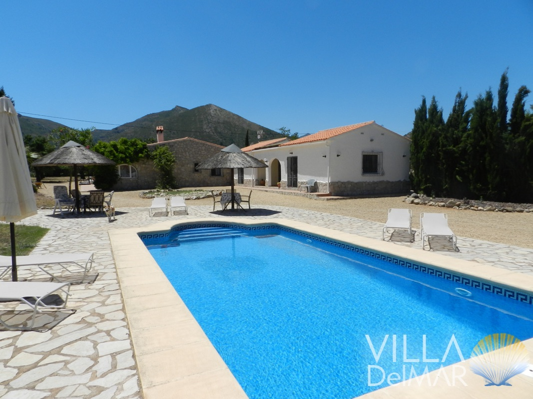 Jalon – Large country house in the Jalon valley with lots of space for family and guests!