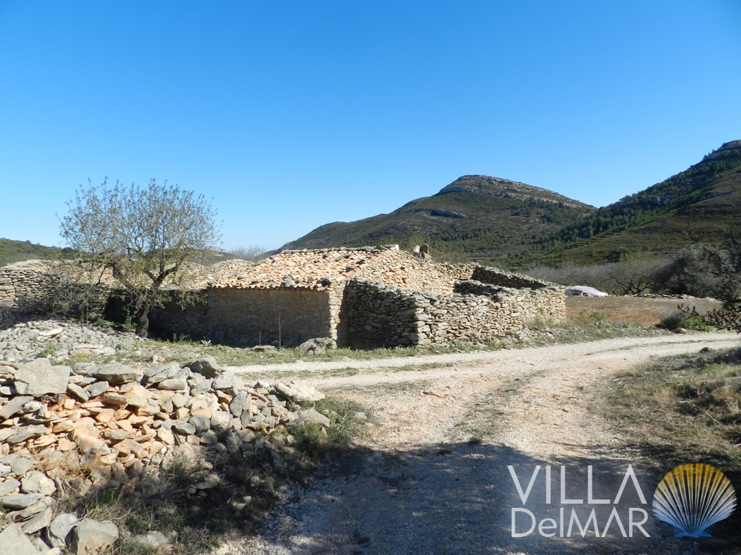 Pinos – Natural stone finca ruin  to rebuild with a second plot!