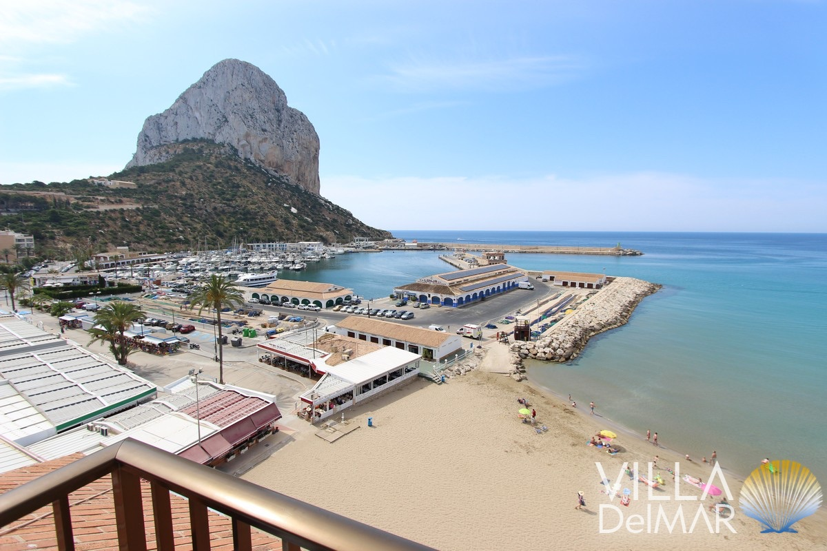 Calpe – Spacious duplex apartment in first line of the Arenal beach!