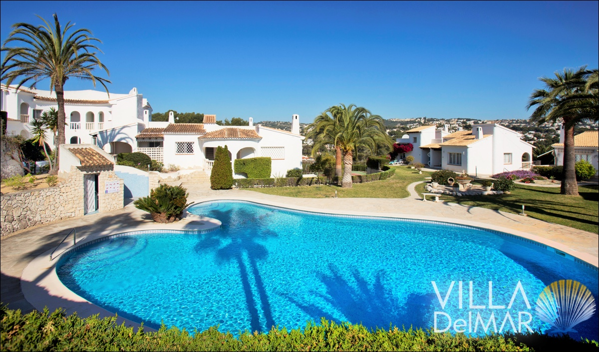 Moraira – Semi-detached villa with sea views!