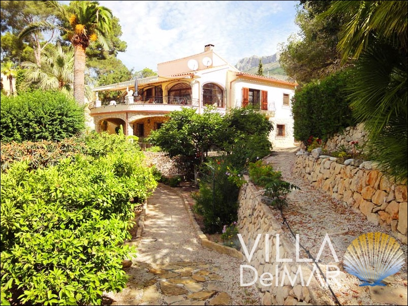 Altea – Villa in country style with beautiful sea views!