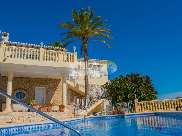 Calpe – Villa with wonderful views private tennis court, squash and pool!