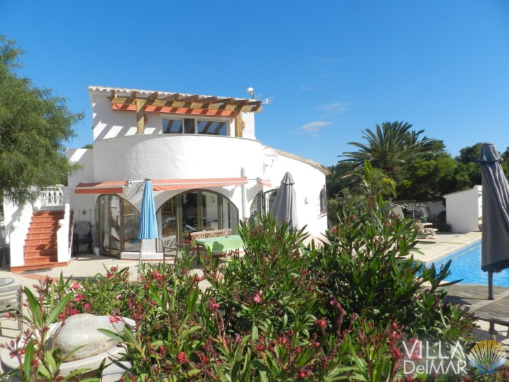 Moraira – Villa in quiet location with sea view and separate guest studio!