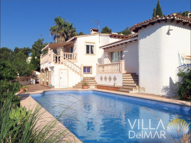 Alcalali – Villa near the center, public facilities and restaurants!