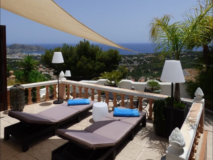 Moraira – Completely modernized semi-detached house with panoramic sea view!