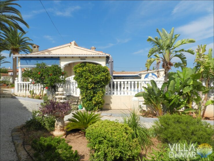 Calpe – Villa with guest apartment in walking distance to the beach, supermarkets and center!