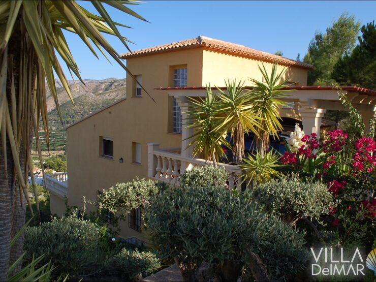 Adsubia – Family friendly villa with pool and wonderful views!