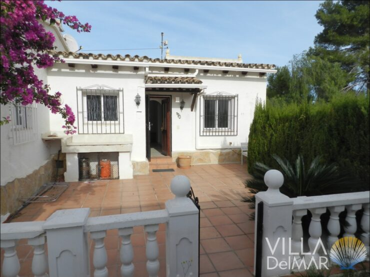 Moraira – Semi-detached house with communal pool near golf course and the sea!