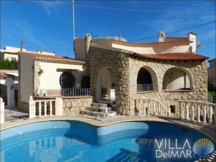 Calpe – Rustic villa just 200 meters from the beach and Puerto Blanco!