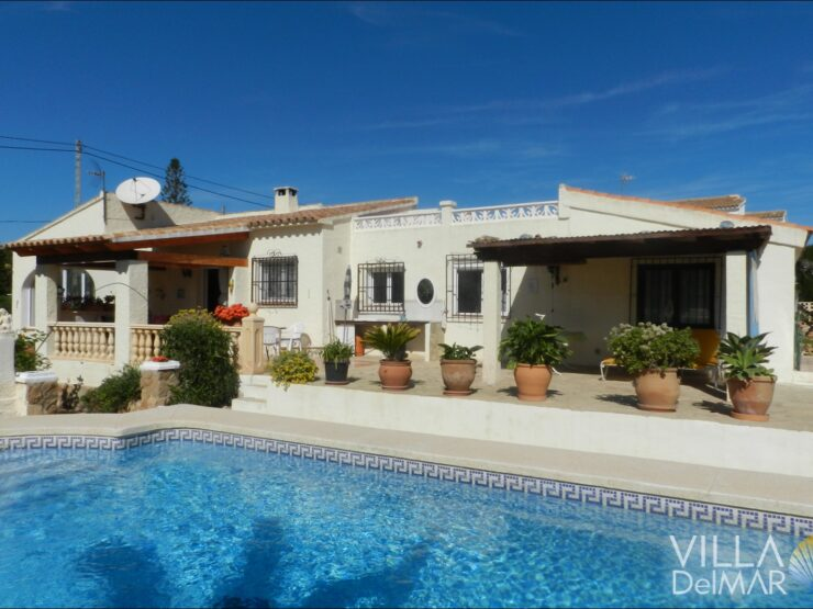 Calpe – Ebenerdiges Chalet  mit privatem Pool in sonniger Lage!