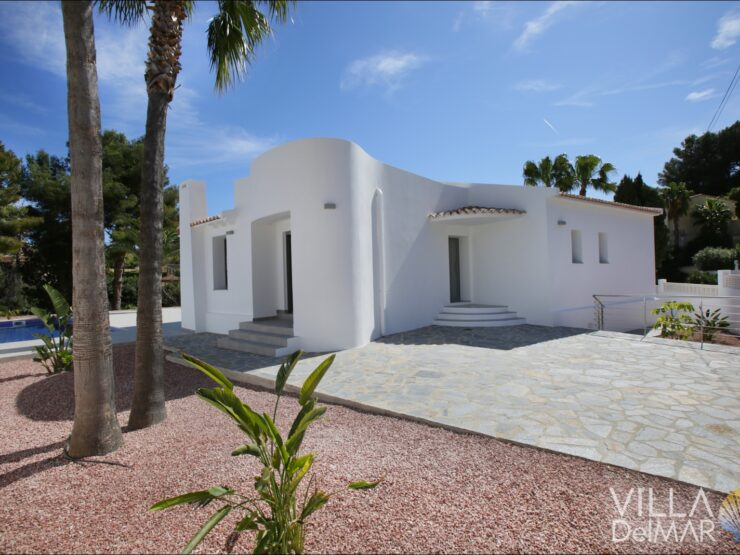Benissa – Completely rehabilitated and modernized villa on the coast!