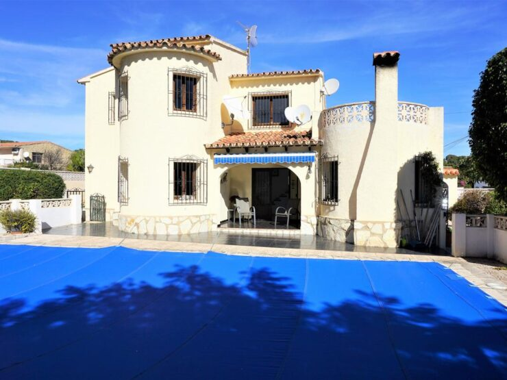 Calpe – 4 bedroom villa with private pool in a sunny residential area!