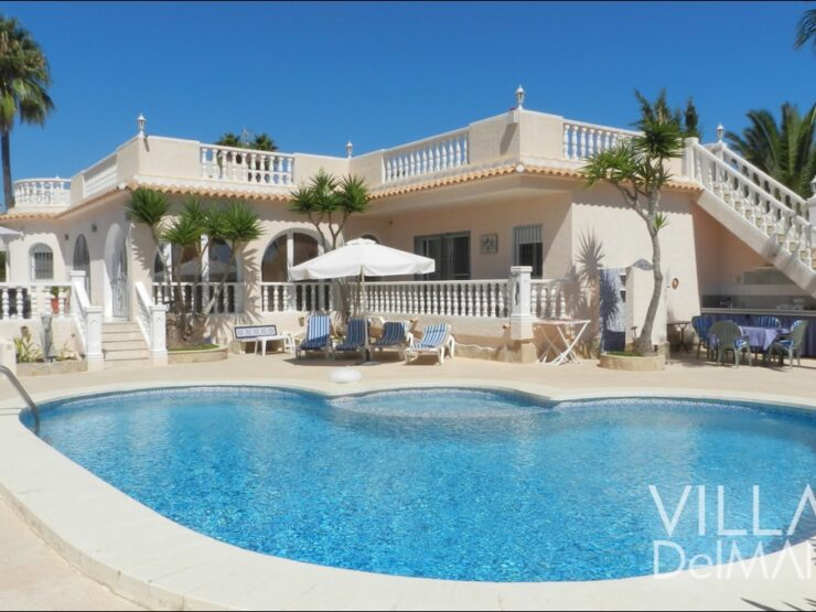 Calpe – Villa with large pool terrace in a sunny, central and prefered residential area!