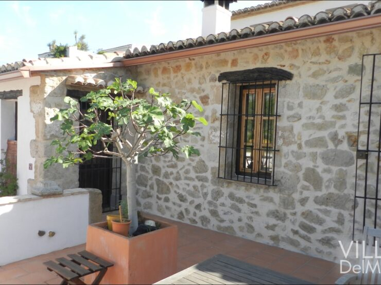 Alcalali – Traditional natural stone townhouse with many options for living and working!
