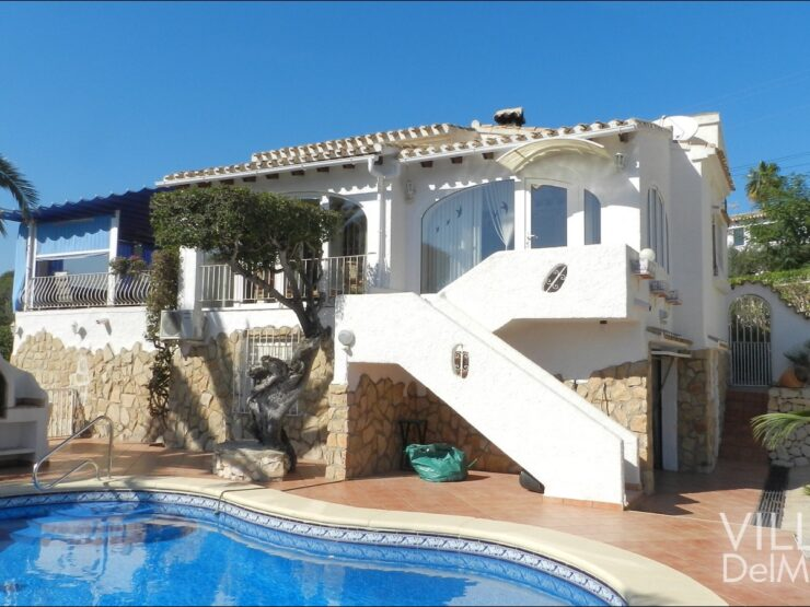 Benissa – Villa with guest apartment only 700 meters to the beach of La Fustera!