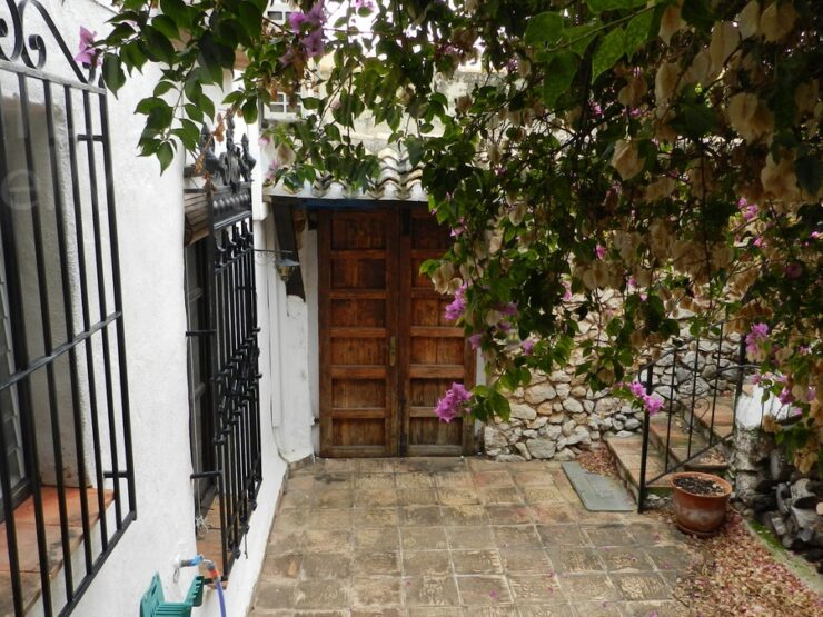 Lliber – Charming town house with patio, pool, garden and garage!