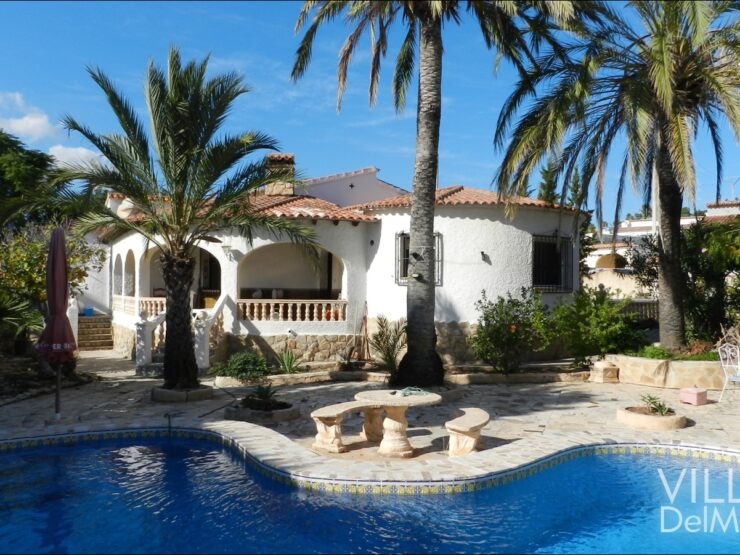 Calpe – villa with 4 bedrooms on one level in a preferred residential area!